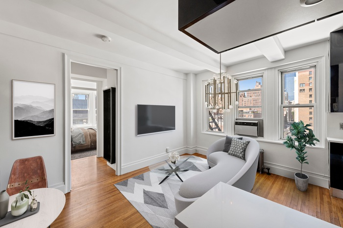 Charming High-Floor 2-Bed at Chelsea Court Asking $995k